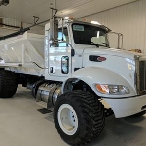 Medium 2015 peterbilt 335 spreader truck