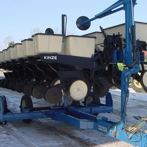 Medium kinze 2500 planter 1