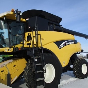 Medium new holland cr940 combine