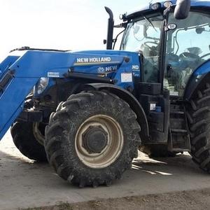 Medium new holland t7.210 tractor