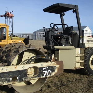 Medium 2001 ingersoll rand sd70f packer roller 1