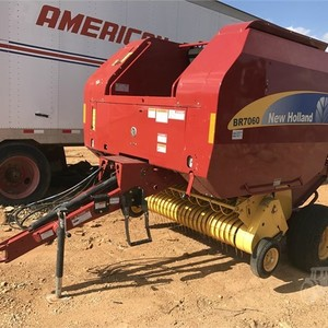Medium williams tractor baler 1