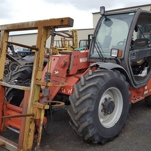 Medium manitou with forks 1