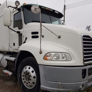 Medium mack truck white