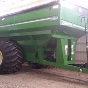 Medium brent 1282 grain cart