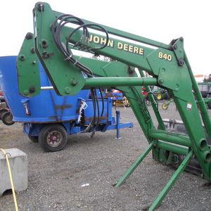 Medium 840 loader 3