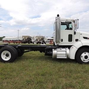 Medium peterbilt 384 cab   chassis truck 1
