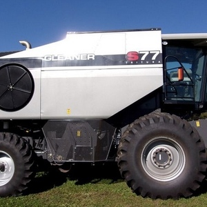 Medium gleaner s77 combine 1