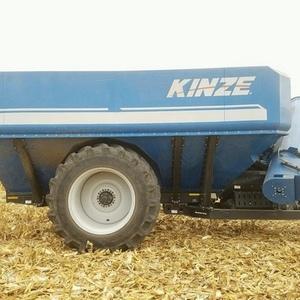 Medium kinze 1100 grain cart