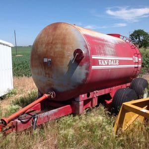 Medium manure tank
