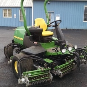 Medium john deere 7500 riding mower 1