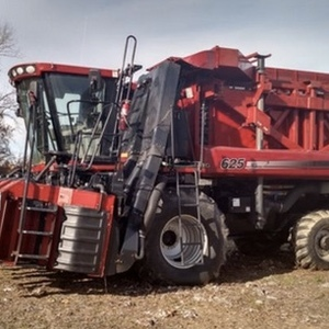 Medium case ih 625 cotton picker