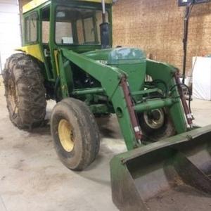 Medium john deere 2130 tractor