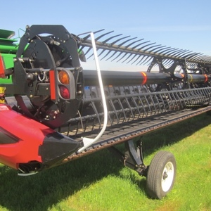 Medium macdon d65 d combine header