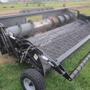 Medium agco swathmaster 4200 pick up header 3