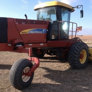 Medium new holland h8040 windrower